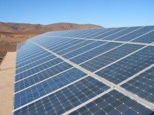 Champ solaire dans le desert